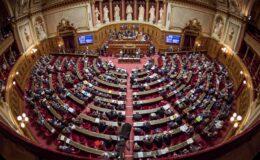 Fransa'da aşıyı zorunlu hale getiren tasarı kabul edildi