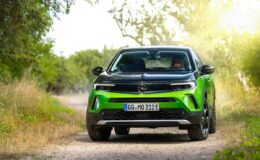 Opel tamamen elektrikli olacak