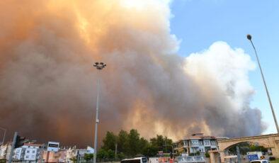 Antalya Manavgat'ta orman yangını büyüyor