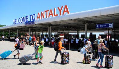 Antalya'ya gelen turistler 3 milyonu geçti