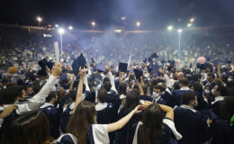 İzmir 9 Eylül'de mezuniyet sevinci