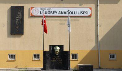 İzmit Belediyesi'nden Uluğbey AL'ye yeni Atatürk büstü