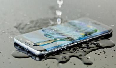 Sıvıyla temas eden telefonlar 4 adımda kurtarılabilir