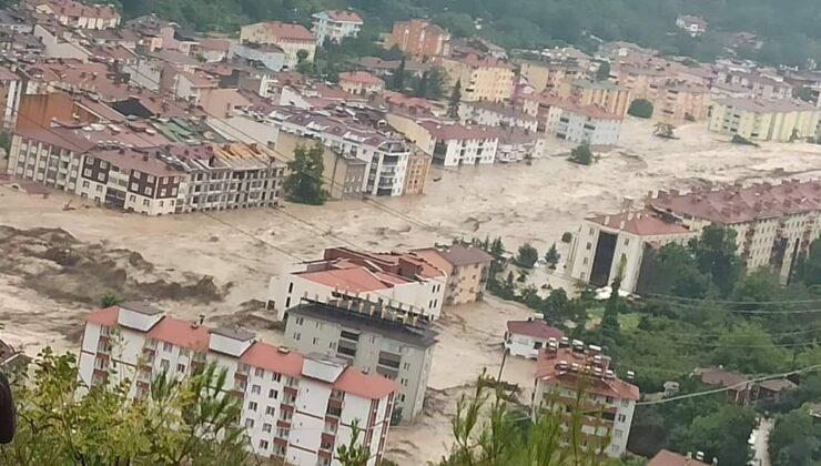 Kastamonu'da sel felaketi! Vatandaşlar çatılara çıktı