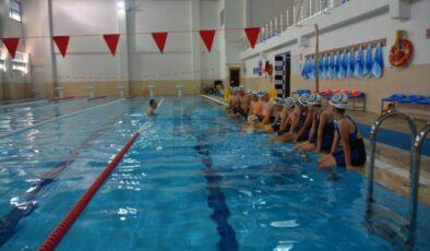 Çocukların havuz coşkusu