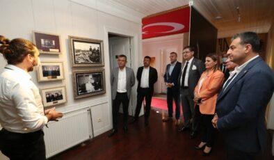 CHP heyeti İzmit'teki Atatürk Evi'ne hayran kaldı